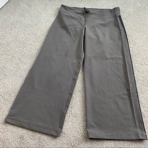 Lululemon Capri pants in grey
